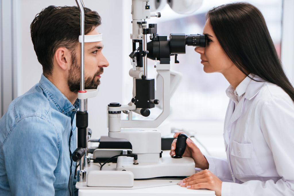What are the differences Between eye screening and a Comprehensive Eye Examination